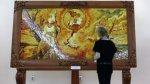 Самое большое в мире панно из янтаря представлено в Калининграде