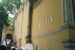 Россия устроила золотой дождь на биеннале в Венеции
