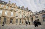 Церемония открытия, в которой принял участие президент Франции, состоялась в день рождения художника